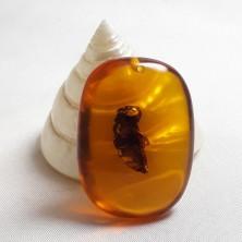 آویز سنگ کهربا زنبوردار