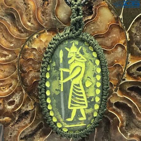 آویز مکرومه حکاکی سرباز کوروش سنگ یشم (جید) مرمر سبز stone jade